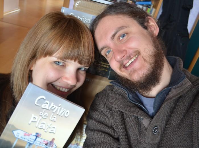 Daria i Wojtek wraz z pierwszą książką
